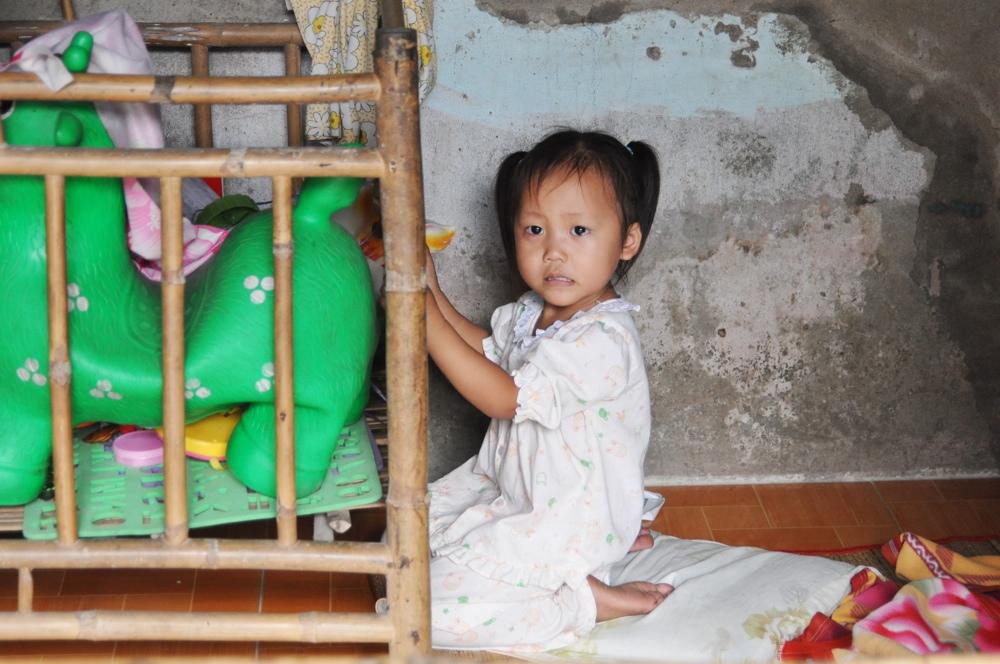 Viet2014 - noodle factory- girl