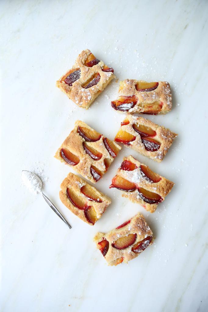 Leisure plum cake slices